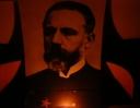 ...pouze před portréty autorů svítily svíčky